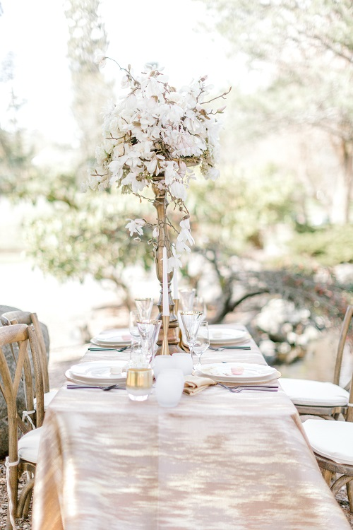 Gold Abstract Table Linen