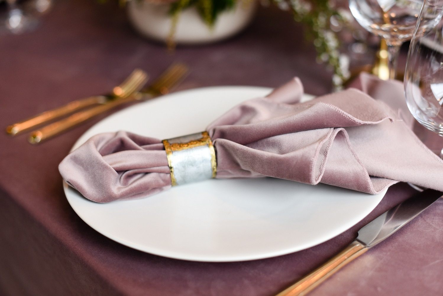 Dusty Rose Plush Velvet Table Linen