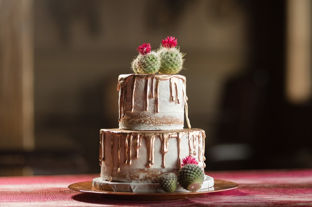 Red Abstract Linen, Gold Drip Wedding Cake