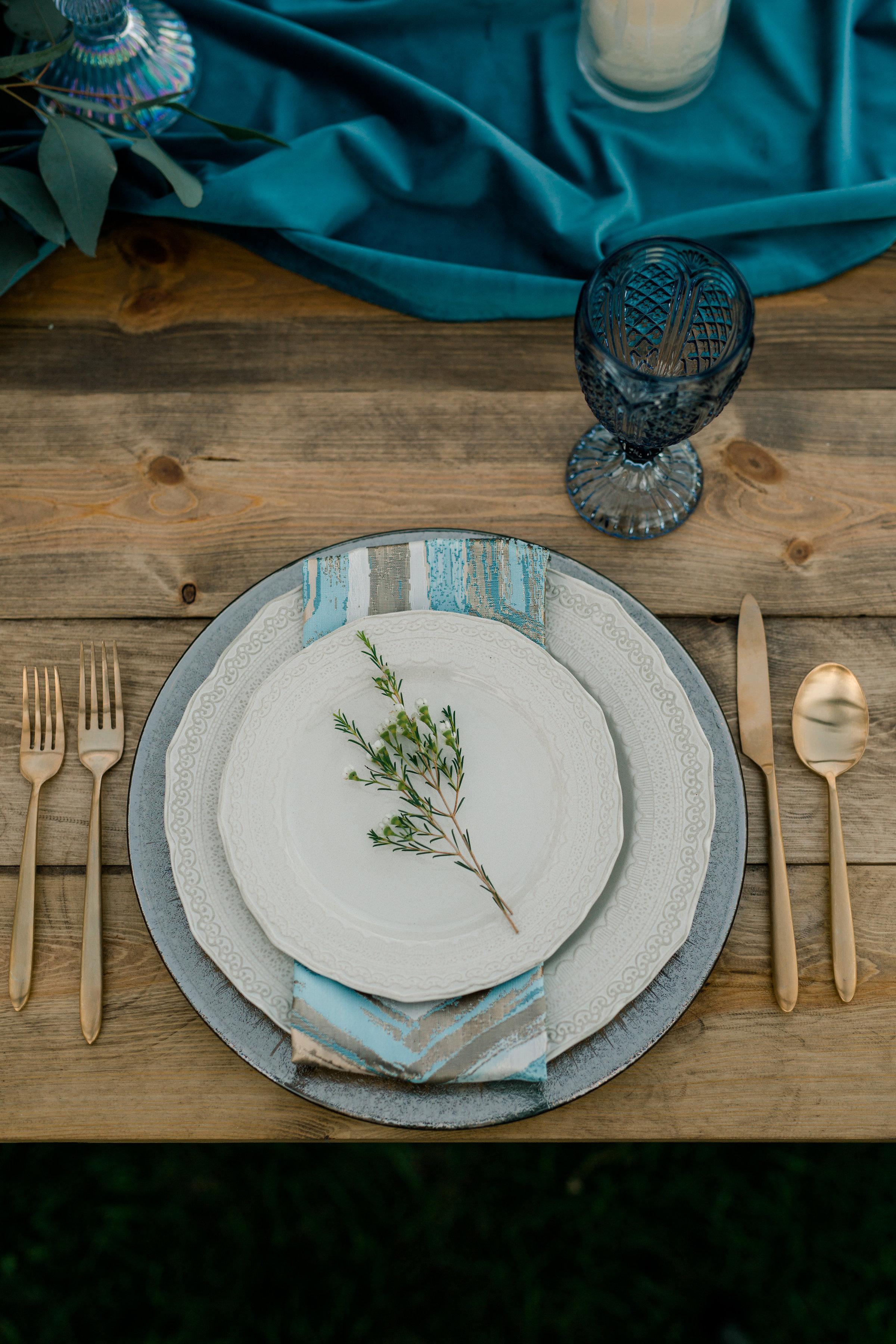 Topaz Prism Linen, Ocean Blue Plush Velvet Runner, Rustic Wedding
