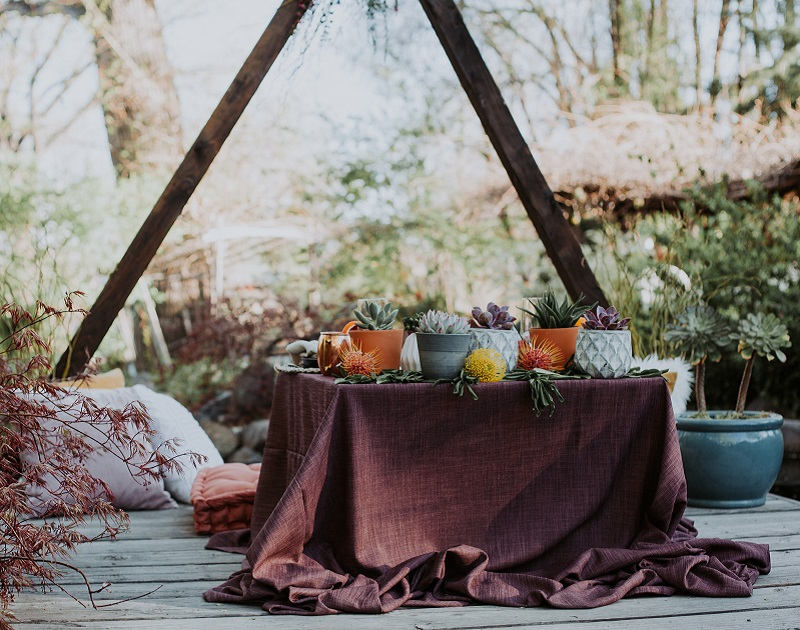 Plum Linnea Table Linen, Plum Linen Table Cloth